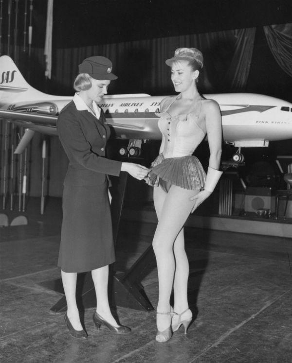 camel toe stewardess.jpg
