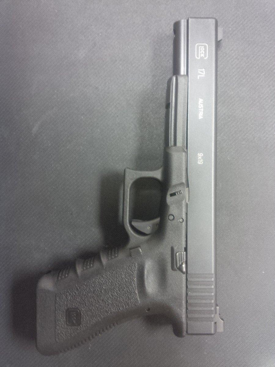 Glock 17L LS.jpg