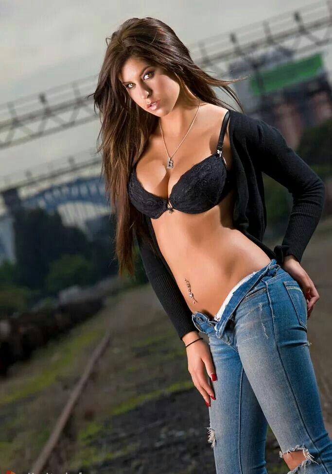 italian-babe-in-jeans-fucking-wmv