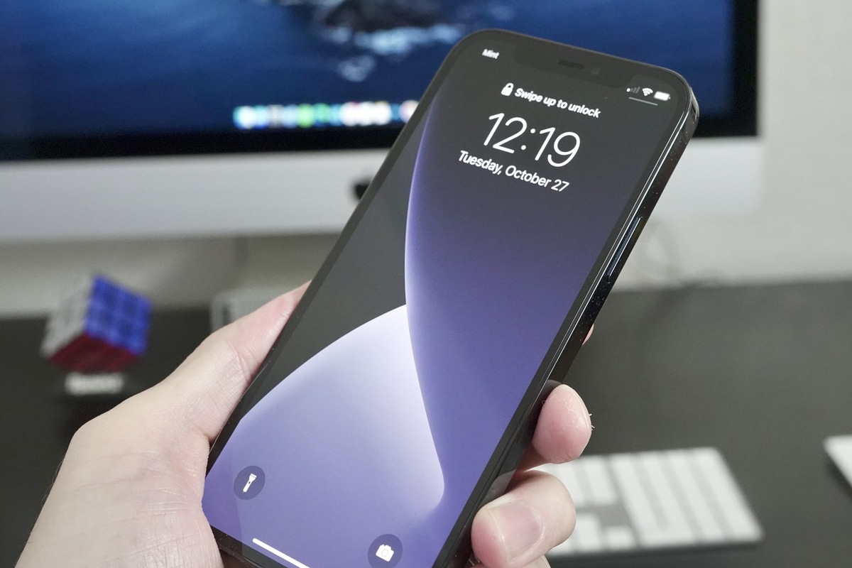 iphone-12-pro-hero01-100863844-large.jpg